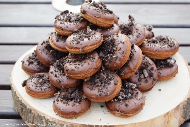 Mini pączkiz ciasteczkami Oreo i masłem orzechowym