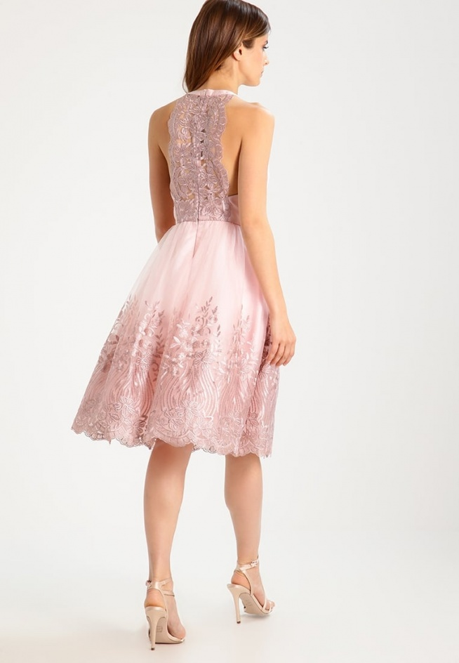 Koronkowa sukienka koktajlowa Chi Chi London Petite ANNALEISE.