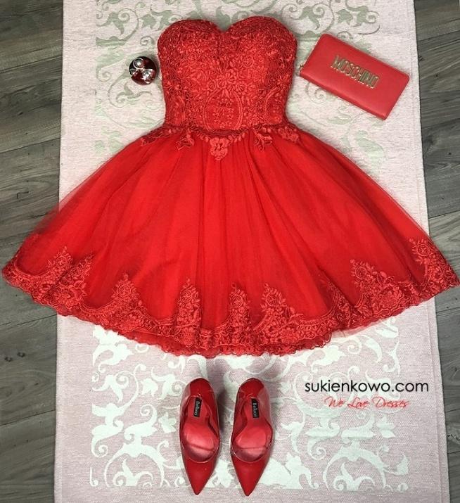 SUKIENKOWO.COM CARACHEL Gorsetowa sukienka z haftami