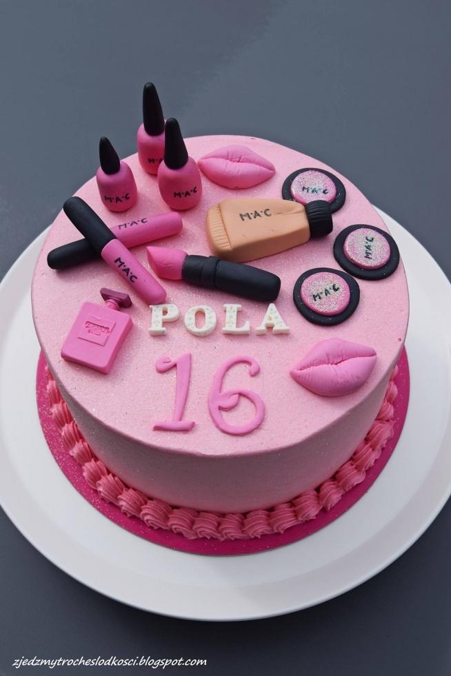 Tort z kosmetykami
