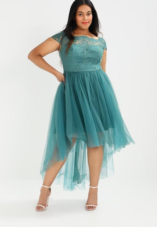 2475bce4c8 Tiulowa suknia balowa Chi Chi London Curvy DYLANN. na Sukienki dla ...