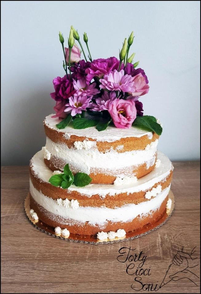Piętrowy naked cake z kwiatami