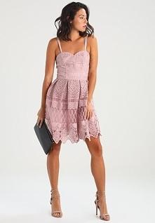 Przepiękny kolor sukienki koktajlowej Chi Chi London Petite.