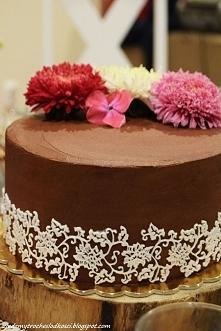 Tort z koronką