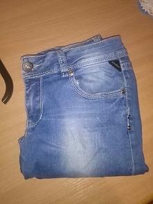 Sprzedam rurki jeansowe, rozm. S. Więcej info kom lub na email anna.gembara0@...