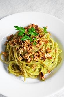 Spaghetti w sosie z awokado i piersią z kurczaka. Zapraszam na insta vaneska_fit przepis po kliknięciu w obrazek :)