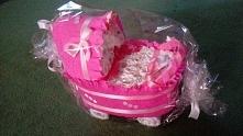 Wózeczek z pampersów fajny i praktyczny prezent dla dzidziusia :)
