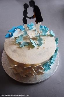 Weselny tort z motylami