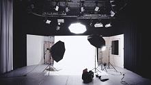 Zbyt niski budżet bardzo często uniemożliwia posiadanie profesjonalnego sprzętu oświetleniowego, który jest niezwykle przydatny kręcenia materiałów wideo. Wtedy musisz ruszyć gł...