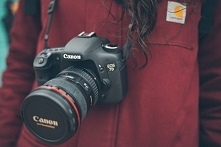 To wspaniałe czasy dla fotografów. Właśnie pojawiły się na rynku nowe modele cyfrowych lustrzanek, pozwalające rejestrować filmy w wysokiej rozdzielczości.