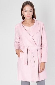 Click Fashion Almos płaszcz różowy Przepiękny wełniany płaszcz, utrzymany w delikatnym różowym kolorze, płaszcz posiada dwie wpuszczane kieszenie