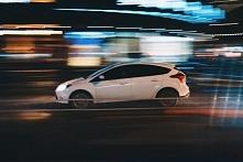 Podczas robienia zdjęcia np. jadącego samochodu, biegnącego mężczyzny czy lecącego orła, pierwszym dylematem, z jakim trzeba się zmierzyć jest to czy oddać na zdjęciu akcje jako...