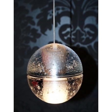 CRISTAL G4 Lampa wisząca x1 nowoczesna    Przepiękna oprawa o nowoczesnym designie. Niewielka szklana kula wykonana ze szklanego odlewu. Bardzo ciężka. Designerska i nowoczesna, stanie się idealnym uzupełnieniem każdego eleganckiego wnętrza. Oprawy pięknie prezentują się w grupie. Każda kula może być zawieszona na dowolnej wysokości, dzięki czemu można je łączyć w instalacje świetlne.