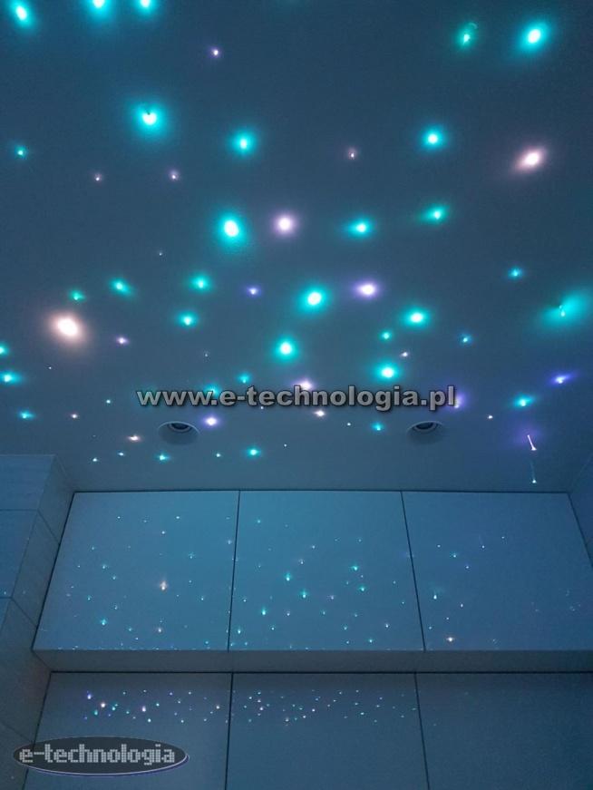 Oświetlenie łazienki zrealizowane przy użyciu zestawów światłowodowych Konstelacje Świetlne firmy E-Technologa.  e-technologa.pl