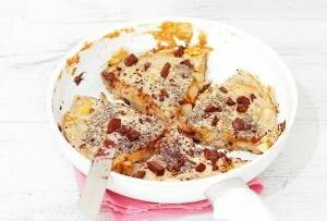 Jesienny omlet z jabłkiem, gruszką i chia