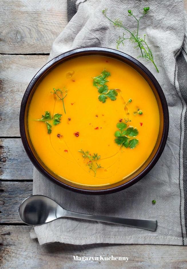 Pyszna zupa z pieczonej marchewki z imbirem i miodem. Przepis po kliknięciu w zdjęcie.