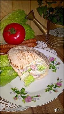 Szybki obiad. Pita z frankfurterkami w domowym sosie.