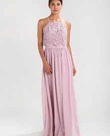 Przepiękny kolor sukienki Chi Chi London BIANCA.