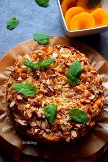 Orkiszowe ciasto z brzoskwiniami FIT. Przepis po kliknięciu w zdjęcie.