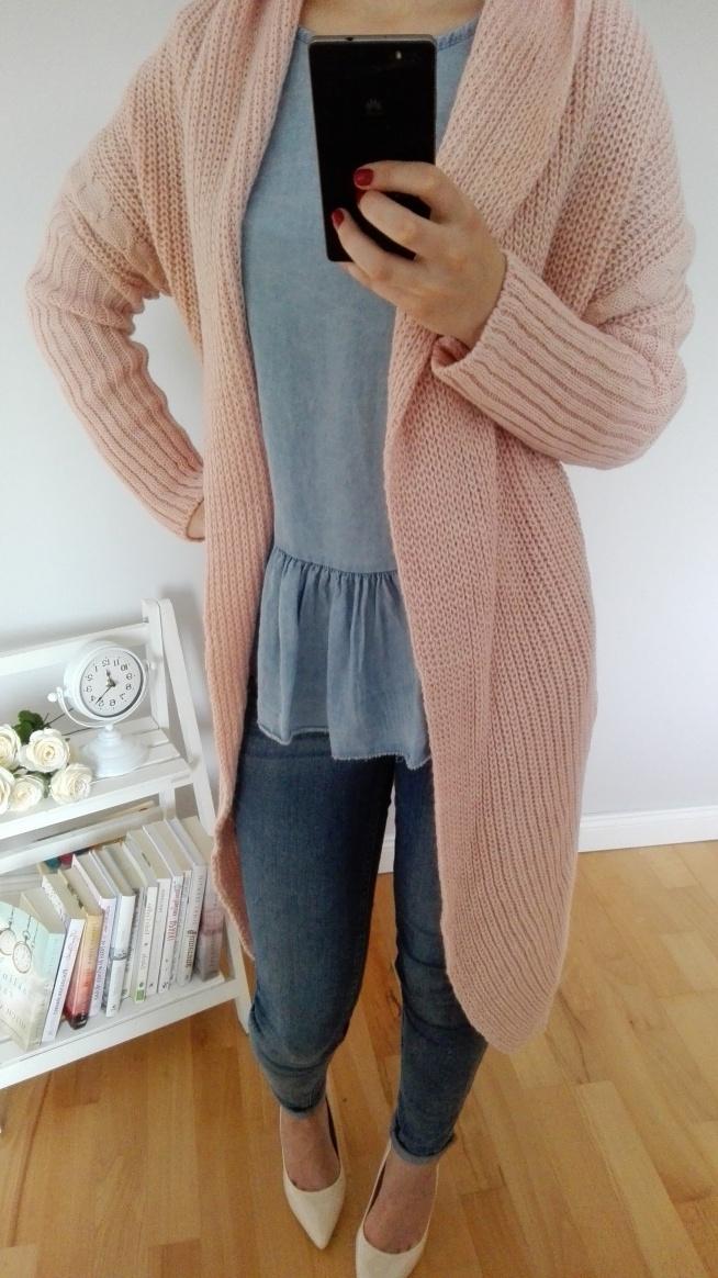 Śliczny cieplutki sweter