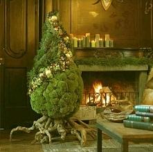 Ta choinka jest po prostu urocza. Nietypowa, ale ciepły, świąteczny nastrój s...