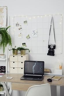 Pomysł na aranżację domowego biura. Nasze produkty to:  biała drabina - regał...