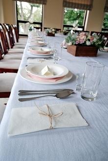 Ślubne dekoracje stołów weselnych.