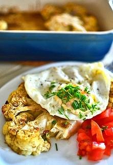 Steki z kalafiora z jajkiem sadzonym w tureckim stylu