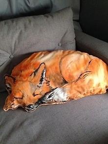 poducha spiacy lis recznie malowana