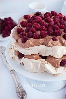 Tort bezowy z kremem czekol...