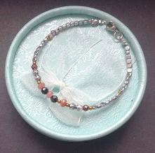 Rubin, spinel w otoczeniu drobnych hematytow - bransoletka z nowej kolekcji