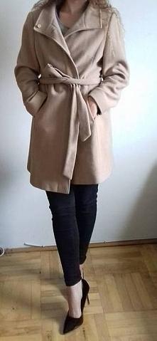 hej! Sprzedam beżowy płaszcz w stanie idealnym. Firmy Marks and Spencer. Dobry na M/L
