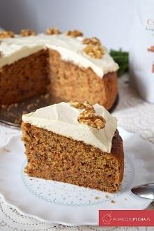 Ciasto marchewkowe z kremem, orzechami