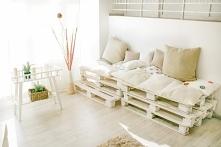 Meble z palet do salonu - idealny pomysł na tanie meble do domu.
