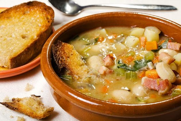 Toskańska zupa fasolowa. Przepis po kliknięciu w zdjęcie.