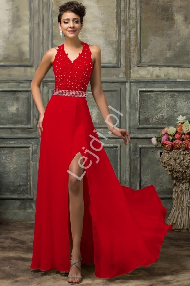 Długa czerwona suknia wieczorowa. Suknia o unikatowym kroju, który pięknie równa proporcje ciała. Góra bogato zdobiona gipiurowa koronka i cekinami. Na nodze zmysłowe rozcięcie nadające zmysłowości sukni.  Sukienka koronkowa z kusząco wyeksponowanymi plecami. Gorset sztywny - usztywniany gąbkami. Sukienka zapinana na zamek. Suknia o niespotykanym wyglądzie będzie przykuwać uwagę wszystkich !!!