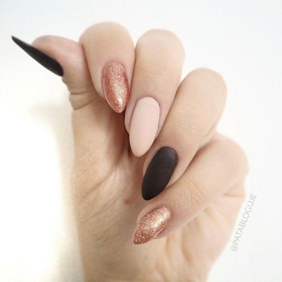 Nudziaki z kawowym akcentem :) Zobacz inne moje stylizacje na blogu! :) #patabloguje #patamaluje #semilac #hybrydy #paznokcie #manicurehybrydowy #stylizacjapaznokci #pazurki #nails #manicure #mani #uv #nailart #gelnails