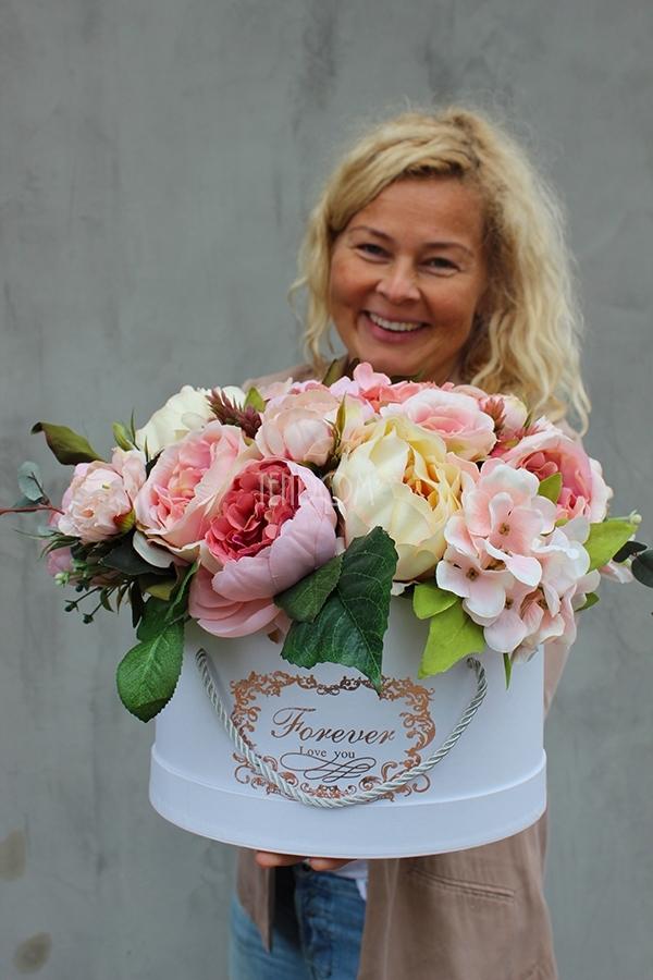 kompozycje ze sztucznych kwiatów we flower boxach od tendom.pl