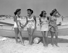1939 tak było i nawet dzisiaj taki kombinezon można nosić.
