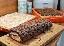 Czekoladowa rolada z masą śmietanową i brzoskwiniami - pyszne i łatwe do zrob...