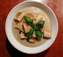 Zupa krem z tegorocznych grzybów, z grzankami
