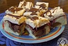"""Fale Dunaju z gruszkami i galaretką """"Zamiast gruszek można użyć innych owoców, np. jabłek czy wiśni"""" Ciasto: 3/4 kostki masła 1 szklanka cukru 2 szklanki mąki 1 łyżecz..."""