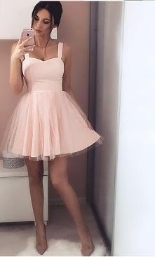 Przepiękna rozkloszowana sukienka studniówkowa. Kliknij w zdjęcie i zobacz gd...