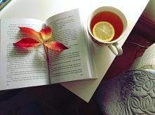 Nic lepiej nie rozgrzewa w jesienny wieczór jak gorąca herbata i dobra książk...