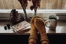Kawka, ciepłe skarpety i książka *.*