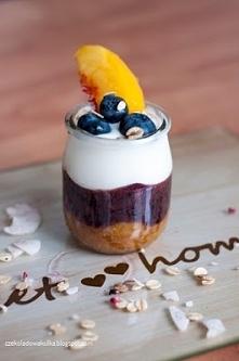 Pyszne i lekkie letnie śniadanie. Trzeba korzystać z owoców póki jeszcze są! ;)