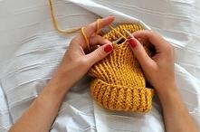 W jesienne wieczory często lubię robić na drutach szalik lub komin. Osobiście...