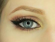 Makijaż z kreską wydłużającą oko :)