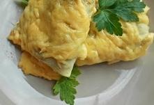 Naleśniki zapiekane  Ciasto:      2 szklanki mąki pszennej     1 1/2 szklanki wody gazowanej     1 1/2 szklanki mleka     3 jajka     1 łyżka oleju     1 szczypta soli  Mąkę prz...