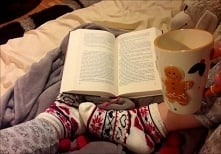 jesienny wieczór? z dobrą książką, kubkiem ciepłego mleka i ciepłym kocykiem :)